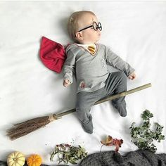 9 Ultimate Tips For A Newborn Baby Photoshoot With Spyne Monthly Baby Photos, Baby Boy Photos, Cute Baby Pictures, Photo Harry Potter, Baby Kalender, Foto Baby, Newborn Baby Photography, Baby Boy Newborn, Baby Halloween