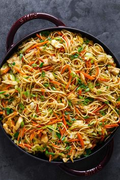 Chicken chow mein is probably already one of your favorite Chinese takeout dishes. This one-pan dinner is so satisfying with chicken, vegetables, classic chow mein. Read More The post Chicken Chow Mein with Best Chow Mein Sauce! Easy Chinese Recipes, Asian Recipes, Thai Recipes, Soup Recipes, Homemade Chow Mein, Homemade Dog, Kitchen Recipes, Cooking Recipes, Chicken Chow Mein
