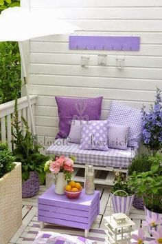 Cottage garden decoration / romantic shabby chic gardening violet lavender purple shade / portal bench with cushions – yuli-nails salazar – # balcony planting Informations About Häuschengartendekoration / romantischer Shabby Chic, der violetten … Outdoor Spaces, Outdoor Living, Outdoor Decor, Lavender Cottage, Rose Cottage, Small Patio, Large Backyard, Porch Decorating, Decorating Ideas