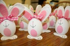 Coniglietti+bianchi - Uova+a+forma+di+coniglio.: