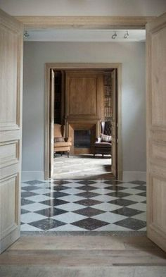 Black and white checkered floors. Checkerboard Floor, Checkered Floors, Checkered Floor Kitchen, Interior Architecture, Interior Design, Room Interior, Design Living Room, Ivy House, Entry Hall