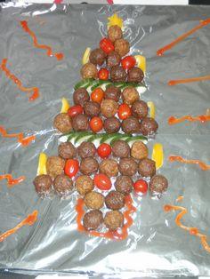 gehaktballen Kerstboom Little Presents, Xmas Food, Edible Art, Arts And Crafts, Vegetables, Ethnic Recipes, Christmas, Kids, Kitchens