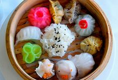 beautiful dim sum. love the colors and shapes...