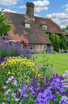 Trendy Ideas For Garden Design Cottage English Countryside English Country Gardens, English Countryside, Longwood Gardens, Parcs, Dream Garden, Garden Inspiration, Beautiful Gardens, Outdoor Gardens, Shade Garden