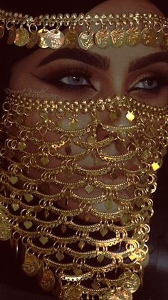 In The Land Where The Ocean Meets The Desert — sorry to spam y'll…oh well not sorry nvm Cara Tribal, Tribal Face, Arabian Women, Arabian Beauty, Mode Baroque, Arabic Eyes, Arabic Jewelry, Arabic Makeup, Face Jewellery