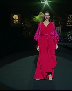 Beautiful Asymmetric A-Lane Evening Maxi Dress / Evening Gown with V-Neck Cut and Long Sleeves. Runway Show at the Mercedes-Benz Fashion Week Madrid by Hannibal Laguna Haute Couture Dresses, Couture Fashion, Runway Fashion, Elegant Dresses, Beautiful Dresses, Mode Glamour, Collection Couture, Lakme Fashion Week, Fashion Videos