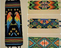 ¡Descuento! Huichol pulseras l arte indígena l arte Tribal l mano mexicana Baded brazalete pulseras l moldeado joyas l Shakira pulsera l corte Bead Loom Designs, Bead Loom Patterns, Beaded Jewelry Patterns, Beading Patterns, Woven Bracelets, Beaded Animals, Friendship Bracelet Patterns, Loom Beading, Arte Tribal