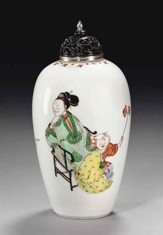 A FINE FAMILLE VERTE BALUSTER VASE, CHINA, QING DYNASTY, KANGXI PERIOD (1662-1722)