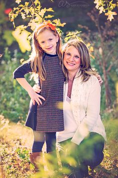 Mother daughter portrait at golden hour | Fall family photography | Haverford College, PA | Copyright 2015 Aliza Schlabach Photography | ByAliza.com Mommy Daughter Pictures, Mother Daughter Pictures, Outdoor Family Photography, Family Portrait Photography, Family Portraits, My Family Photo, Family Picture Outfits, Fall Family Pictures, Fall Photos