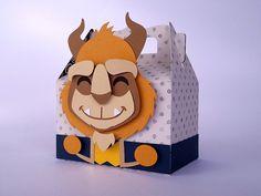 Caixinha do tipo lancheirinha confeccionada em papel scrap e papel color plus 180 g.    Dimensões da Caixinha:  Altura: 10 cm  Largura: 8,50 cm  Profundidade: 5,50 cm