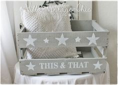 ~ shabby wooden box ~ stars gray Source by Wooden Storage Boxes, Wooden Crates, Wood Boxes, Wooden Diy, Dog Toy Box, Shabby Vintage, Vintage Chic, Star Decorations, Diy Wood Projects