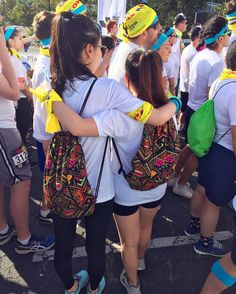 THINK BLUE: #thecolorrun #losangeles #california #earlymorning #couplebag by seo.jiwon.1