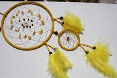 Handgewobener Traumfänger - Schlafhüter mit Tigerauge und Perlen    Dieser Traumfänger besteht aus zwei Metallringen.