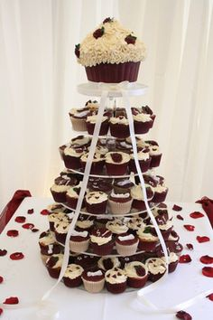 pictures of wedding cakes made out cupcakes 1000 images about wedding stuff on burgundy 18466