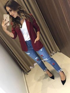 cute jeans and blazer look Blazer Outfits Casual, Business Casual Outfits, Chic Outfits, Fall Outfits, Fashion Outfits, Burgundy Blazer, Floral Blazer, Look Office, Look Blazer