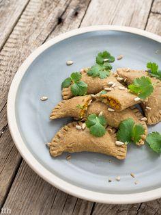 true taste hunters - kuchnia wegańska: Pierogi migdałowe z orientalnym farszem dyniowym (wegańskie, bezglutenowe)