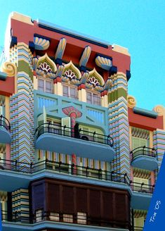 Art deco style / Jewish house in the city of Valencia, Spain Art Deco, Art Nouveau, Beautiful Buildings, Beautiful Places, Modern Buildings, Voyager C'est Vivre, Travel Around The World, Around The Worlds, Valencia City