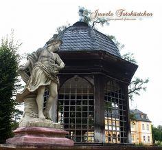 Sandsteinskulptur und Pavillon Schloss und Rokokogarten in Veitshöchheim