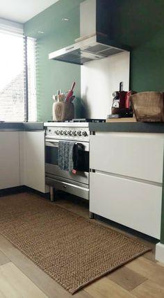 keuken - Onze prachtige nieuwe keuken met Boretti???? de kleur groen maakt hem reto wat perfect past bij onze knalrode smeg!❤