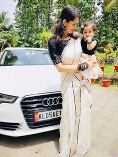 Mother & Daughter matching Dresses Indian - The handmade craft Mom Daughter Matching Outfits, Mommy Daughter Dresses, Mother Daughter Fashion, Baby Girl Dresses, Baby Dress, Baby Outfits, Kerala Saree Blouse Designs, Bridal Blouse Designs, Onam Saree