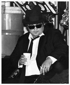'''.John Belushi Jake Blues , performs with The Blues Brothers perform at Concord Pavilion in July 1980 in Concord, California. (Photo by Ed Perlstein/Redferns/Getty Images)...''' http://www.gettyimages.fr/license/103360723