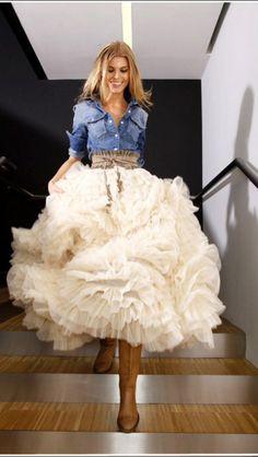 Falda tul con camisa denim y camperas. Urban sweet style