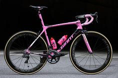 If your bike wins the Giro d'Italia, you might as well give a hint of pink. Nicely done, Giant! | Racefietsblog.nl