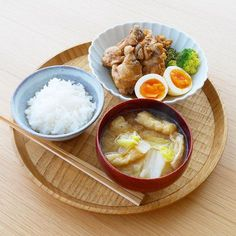 いいね!1,007件、コメント9件 ― ykazu(カズ)さん(@ykazuki)のInstagramアカウント: 「今日の一汁一菜 鶏手羽のさっぱり煮、おあげさんと白菜のみそ汁 ---- 手羽は煮込む前に塩を振り、出た水分を拭き取っておきます。さっぱり煮は鶏手羽4本でお酢、水、醤油を 2:1:1 で合計…」