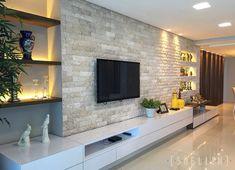 """353 Likes, 17 Comments - Suellen Montenegro Arquitetura (@suellenmontenegro) on Instagram: """"Sala de TV moderna e aconchegante. A iluminação deu um toque ainda mais interessante. #home #job…"""""""