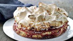 Hvorfor den klassiske kage med saftig bund og sprød marengs lige netop hedder sådan, vides ikke – men den er lækker!