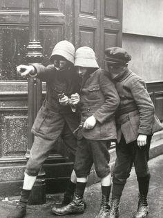 Press photo of kids playing with guns in Paris, 1917 (detail).