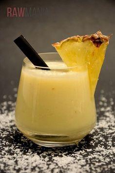 Výborná Pina Colada s čerstvým kokosovým mlékem! Fruity Drinks, Pina Colada, Mojito, Mixed Drinks, Pickles, Glass Of Milk, Destiel, Smoothies, Panna Cotta
