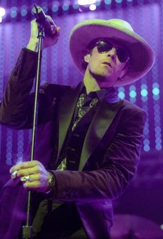 Photo of Scott WEILAND Scott Weiland performing on stage at the KROQ Almost Acoustic Christmas concert