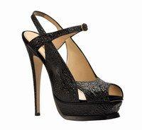 """Sandales hautes en cuir de crapaud, Yves Saint Laurent - Mode chaussures 2007 - Avec son cuir-relief, voici un modèle qui va vous permettre de jouer aux devinettes avec votre entourage. La question à formuler : """"Devinez en quoi sont réalisées ces chaussures..."""