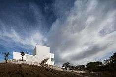 Between Heaven And Earth: A Residence In Melides, Portugal by Manuel Aires Mateus And SIA Arquitectura | photo © Fernando Guerra, FG+SG Architectural Photography. // http://www.yatzer.com/melides-portugal-aires-mateus-sia