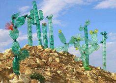 Cómo hacer manualidades creativas reciclando botellas pet. Hoy te traemos una pequeña muestra, pero de incalculable valor, de todo lo que se puede hacer mediante el reciclado de botellas de plástico. La única limitación existente es nuestra imaginación y creatividad. http://bricoblog.eu/como-hacer-manualidades-creativas-con-reciclaje-de-botellas-pet #Reciclaje #Manualidades #Botellas