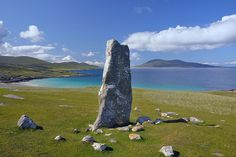 MacLeod's stone, Isle of Harris, Scotland. MacLeod's Stone is more than 3 metres tall and stands on a small hill at the north end of the Traigh Iar beach on the west coast of the Isle of Harris, overlooking the small island of Taransay. Scotland Uk, Scotland Travel, Highlands Scotland, Isle Of Harris, Outer Hebrides, Scottish Islands, British Isles, Beautiful Beaches, Places To See