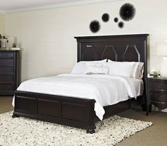 Yardley Traditional Brown Wood Queen Bed
