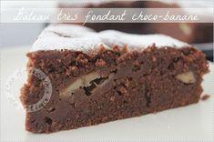 Gateau_chocolat_banane (à faire la veille) - 220 g de chocolat noir dessert - 2 oeufs - 150 g de sucre - 1 yaourt nature - 150 g de farine - 2 cuillères à café de levure chimique - 10 cl d'huile de colza - 2 à 3 bananes