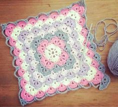 learn to fazer this blanket with ponto bavarian Crochet Crafts, Crochet Yarn, Crochet Stitches, Crochet Projects, Free Crochet, Crotchet, Plaid Crochet, Boy Crochet, Crochet Abbreviations