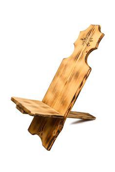 Schöner Stuhl der weder ein Stuhl noch ein Liegestuhl ist. Nimm platz und geniesse es. Wir Garantieren dir, dass du mit Sicherheit am liebsten nicht mehr aufstehen möchtest, so bequem fühlt es sich an auf ihm zu sitzen. Sunroom Playroom, Stand Up, Types Of Wood, Swiss Guard, Safety, Tree Structure