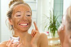 3 receitas de máscaras caseiras com café para reduzir olheiras e espinhas