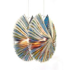 Alte Bücher als Lampenschirme - recycelte Materialien und kreative Designs  - http://freshideen.com/lampen/alte-bucher-als-lampenschirme.html