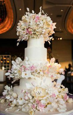 Wedding cake idea; Featured Photographer: Brian Hatton Photography