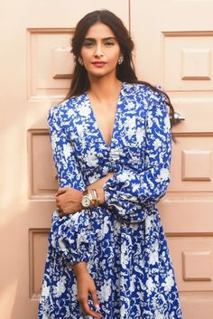 Sonam Kapoor for Veere Di Wedding promotions on May Veere Di Wedding, Dress Skirt, Wrap Dress, Actress Anushka, Indian Bollywood Actress, Sonam Kapoor, Diva Fashion, Sophisticated Style, Dress Outfits