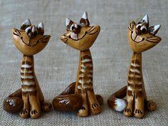 Kočka+sibiřka+1+Keramická+kočička+podobná+sibiřské+čičce......+Typově+jedna+s+nejoblíbenějších.+Materiál+-+světlá+keramická+hlína+s+bílou+a+hnědou+glazurou.+------------------------------------------------------------------------------------------------------------------+Výška+kočičky+je+10+centimetrů