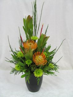 The form is the flower focal point the greenery is basically the filler Contemporary Flower Arrangements, Tropical Flower Arrangements, Flower Arrangement Designs, Ikebana Flower Arrangement, Church Flower Arrangements, Vase Arrangements, Beautiful Flower Arrangements, Beautiful Flowers, Deco Floral