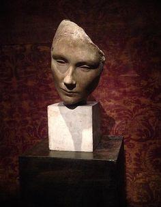'Volto' (1928-29) sculpture by Fausto Melotti