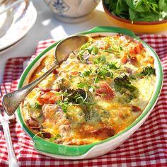 200 g riven prästost f Good Food, Yummy Food, Swedish Recipes, Sausage Recipes, Bon Appetit, Cheeseburger Chowder, Food Inspiration, Broccoli, Food And Drink