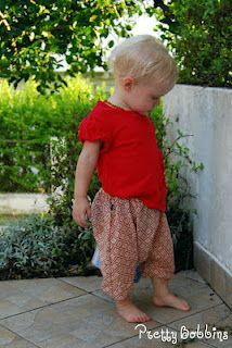 Toddler Genie Pants goes over cloth bums! Baby Harem Pants, Toddler Pants, Kids Pants, Kids Shorts, Sewing Projects For Kids, Sewing For Kids, Diy For Kids, Sewing Ideas, Sewing Patterns